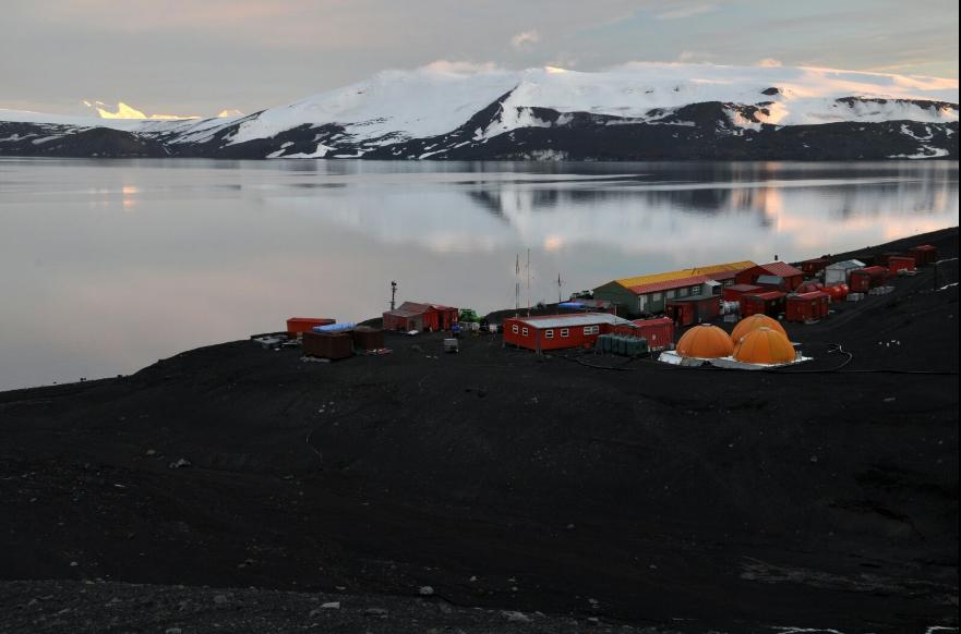 Vivindo 'de preto' a experiencia antártica