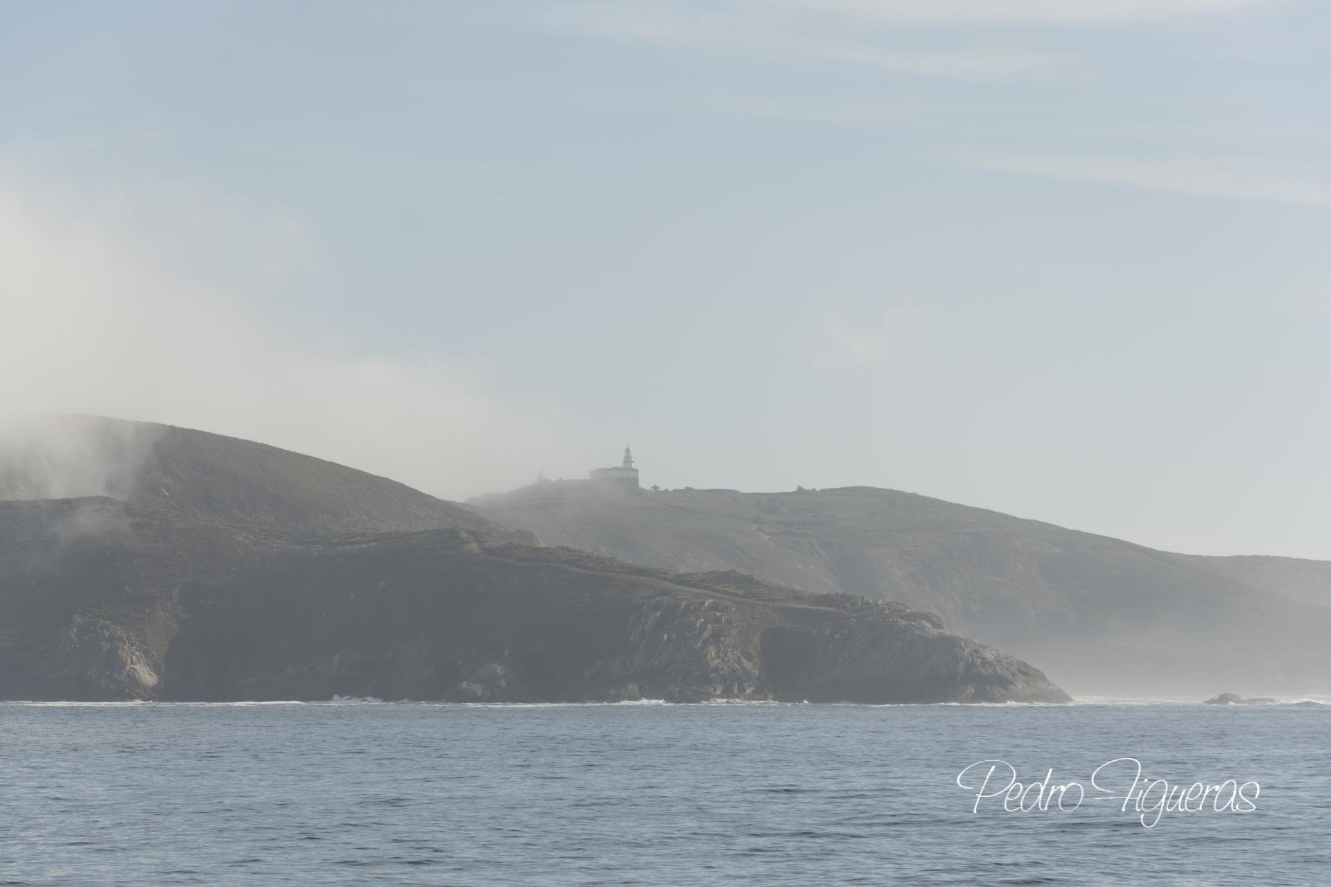 """O barco de Pancho, a conexión coa terra firme. As súas xentes. """"Ons: unha illa habitada"""". Vida cotiá"""