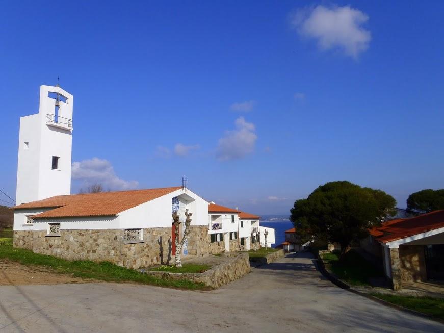 Igrexa e poboado novo do Curro ( 1965-2012 ). Centro cívico, escolas, casa do cura ( sen cura ), casa do médico ( sen médico ), granxa colectiva