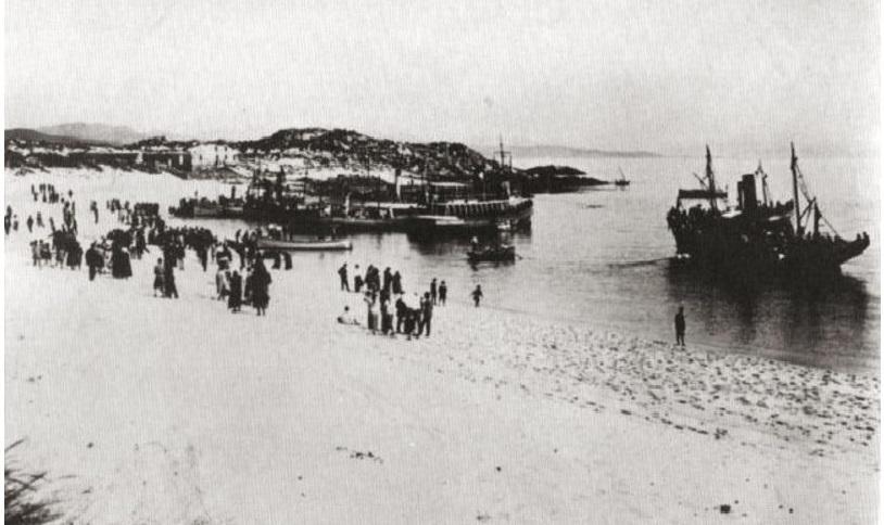 Veciños de Cangas desembarcando en Rodas. Ano 1927