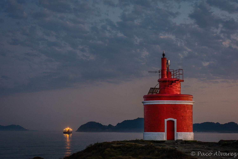 Cae a noite dende o faro de punta Robaleira na ría de Vigo