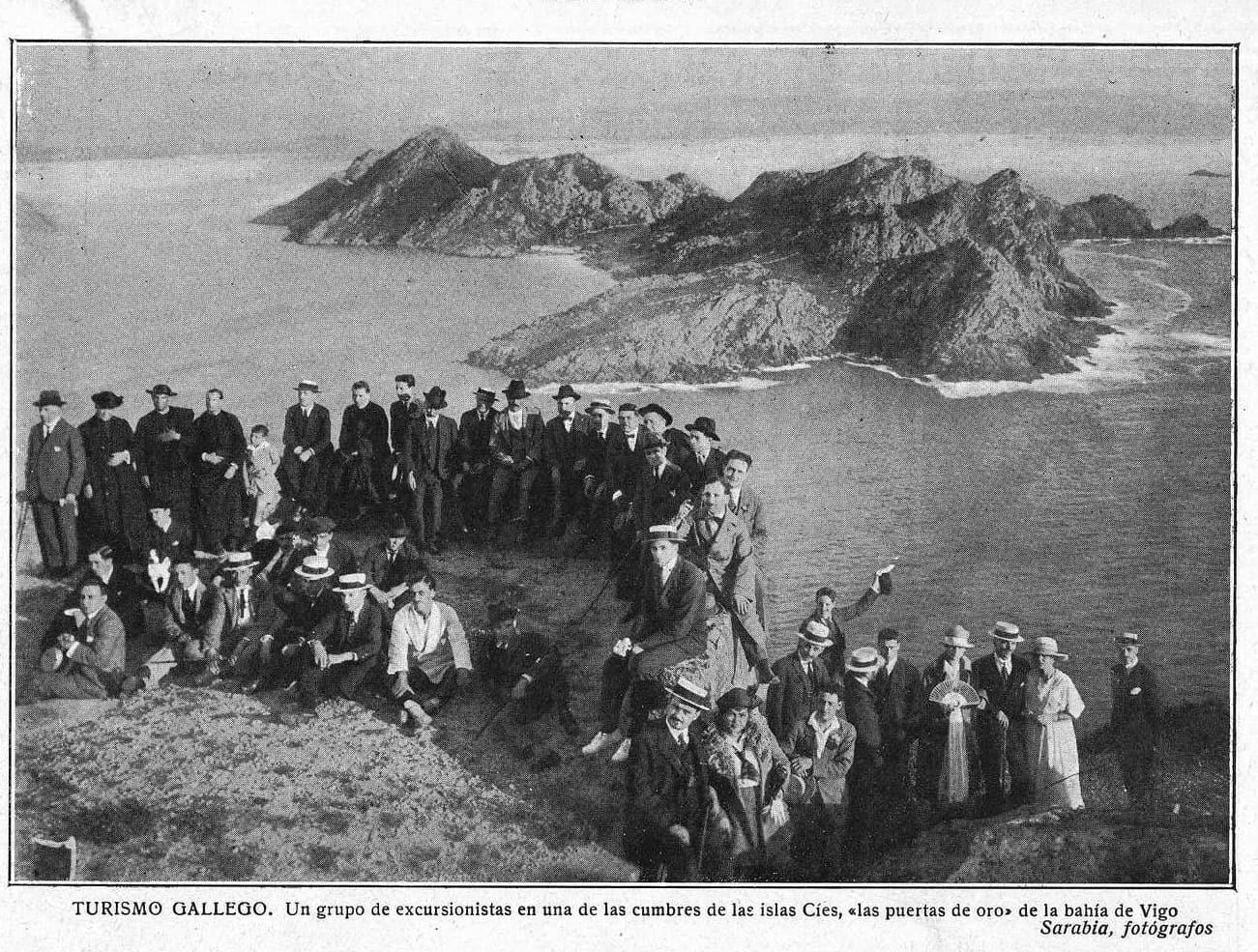 Excursionistas en Cíes. Ano 1920