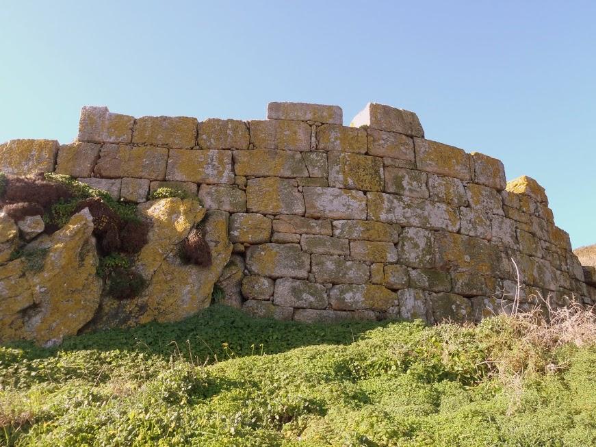 """O castelo da Roda*. Os seus lugares. """"Ons: unha illa habitada"""". Capítulo 4 (XXXII)"""