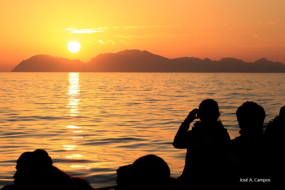 Solpor sobre San Martiño nas illas Cíes