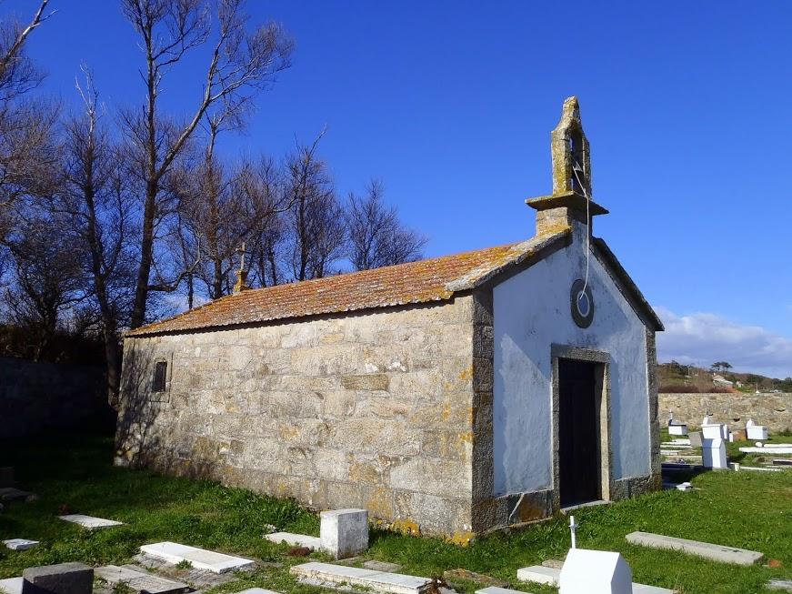 Ermida e cemiterio de Ons.